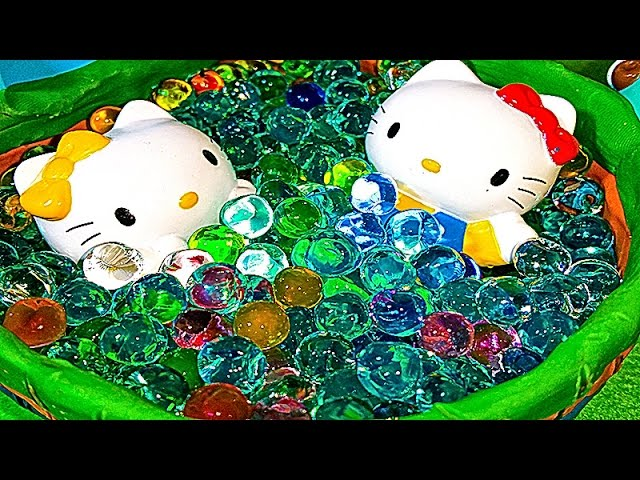 Bassejn-Hello-kitty-s-tsvetnymi-orbizami-Igry-dlya-devochek-HELLO-KITTY-Childrens-pool-with-ORBEEZ