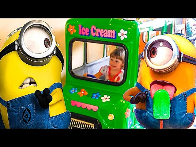 Video-Park-attraktsionov-Karusel-malenkij-avtobus-dlya-detej.-Carousel-attraction-bus-for-children