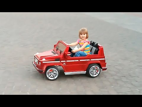 Video-pro-mashinki-Nastyushik-edet-na-mashine-Razvlecheniya-v-parke-Batut-mashinka-Mercedes-Toys-for-kids